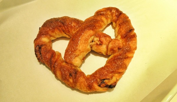 asanoya-bakery-serves-artisanal-japanese-bakery-with-matcha-love-maple-walnuts-pretzel