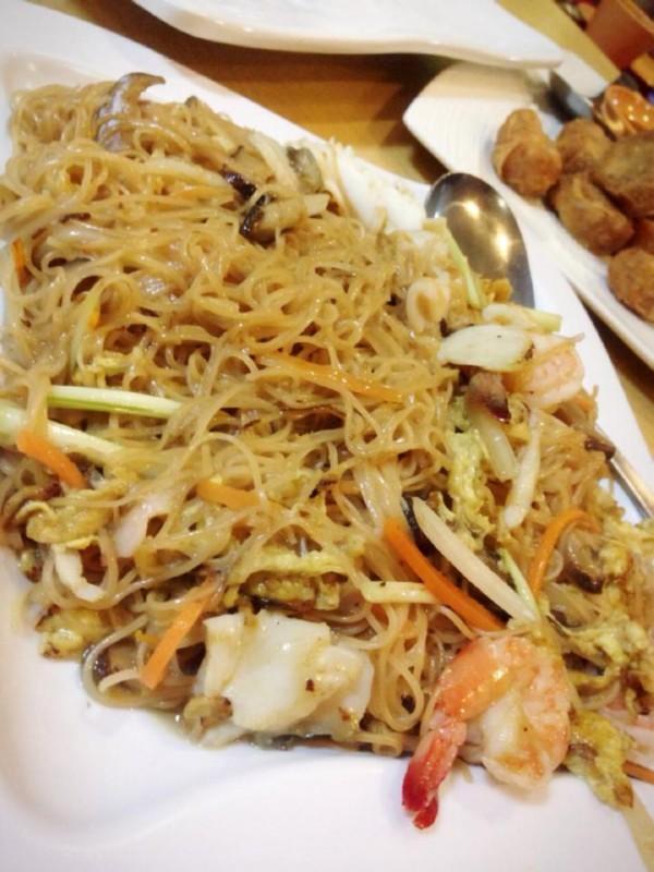 looking-for-good-restaurants-in-bedok-hua-yu-wee-nostalgic-menu-brings-it-stir-fried-mian-xian
