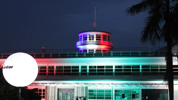 diner-en-blanc-singapore-kallang-airport-control-tower-with-french-flag