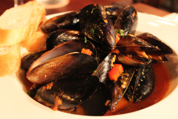 my-little-spanish-place-boat-quay-entertainer-app-mussels