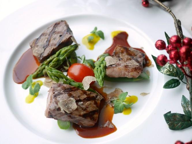 Wagyu Strip Loin with Green Asparagus & Italian Truffle 1