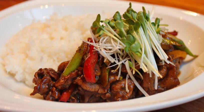 restaurants-in-bangkok-ogu-ogu-sake-bar-sauteed-wagyu-beef-black-pepper