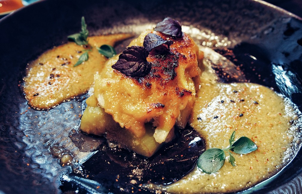 places-to-eat-in-bangkok-modern-japanese-cuisine-at-kom-ba-wa-Marinated-eggplant-with-crab-meat-and-foie-gras-miso-sauce.jpg