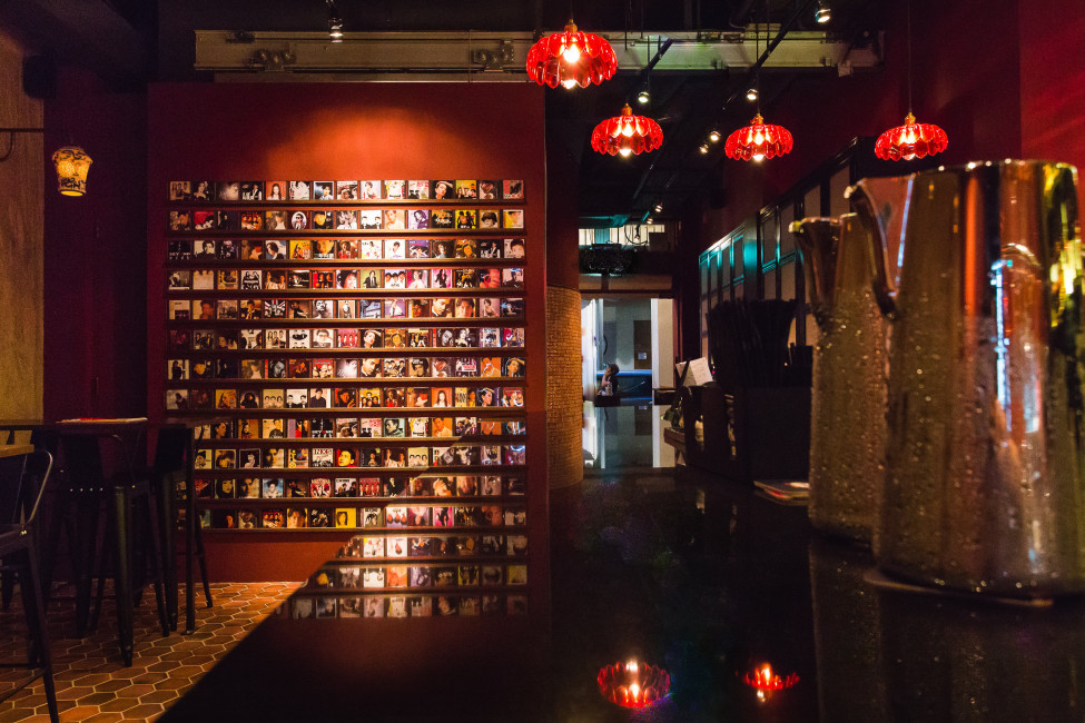 singapore-bar-about-chinese-themed-tapas-and-cocktails-sum-yi-tai-recycle-old-cds-wall (2)