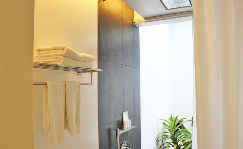 staycation-for-couples-lloyds-inn-singapore-bathroom