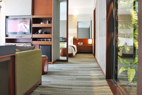 bangkok-city-hotel-hansar-in-room-amenities-living-area