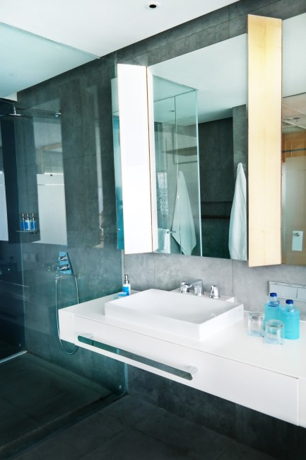 my-bali-guide-your-ultimate-connection-with-ize-seminyak-bedroom