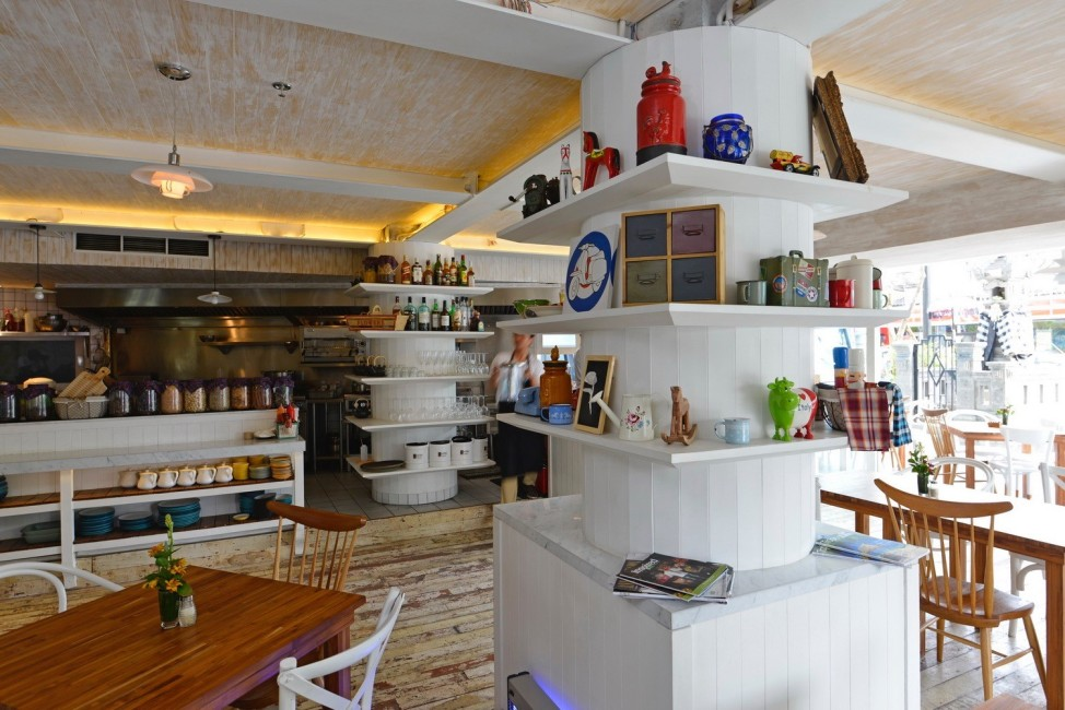 my-bali-guide-your-ultimate-connection-with-ize-seminyak-meja-restaurant