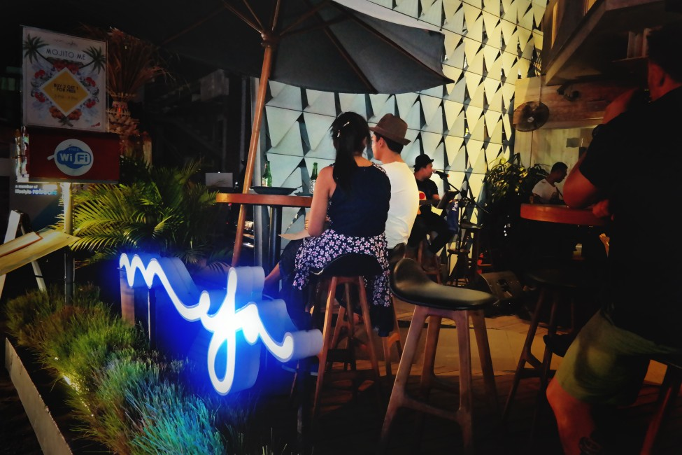 my-bali-guide-your-ultimate-connection-with-ize-seminyak-meja-alfresco