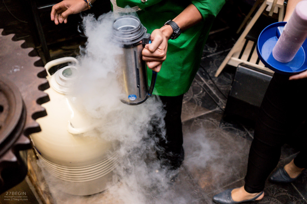 thinking-of-what-to-do-in-bangkok-at-night-you-have-to-visit-bon-bon-liquid-nitrogen-1
