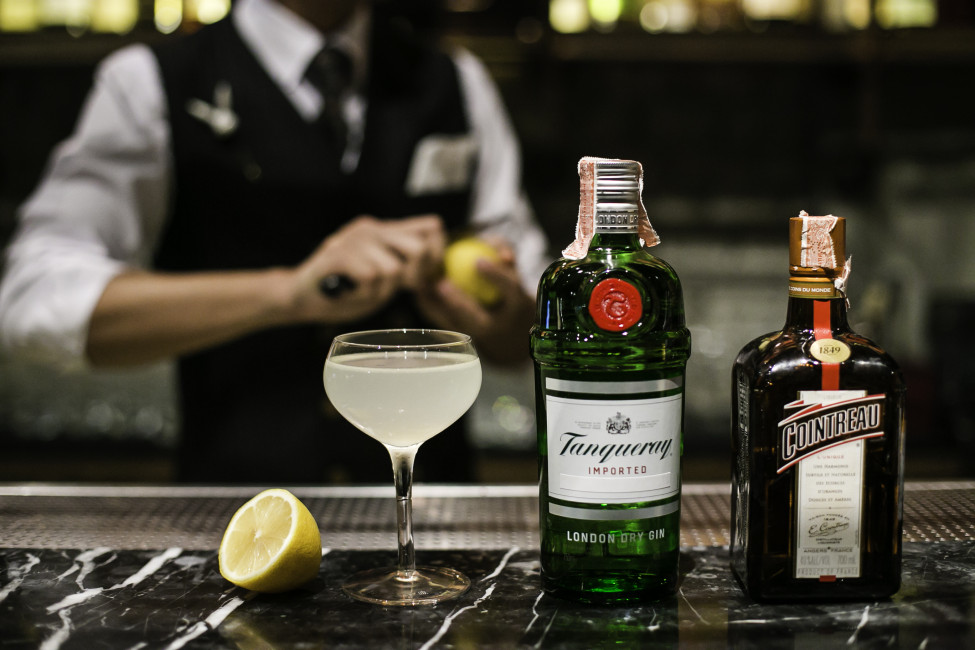 rabbit-hole-thonglor-welcomes-the-most-happening-speakeasy-bar=mixologist