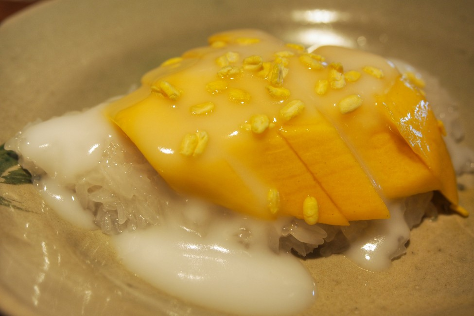 sawadee-ka-come-and-taste-at-long-chim-singapore-mango-sticky-rice