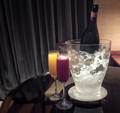 shangri-la-singapore-time-out-weekend-staycation-is-all-you-are-looking-for-bellini.jpg