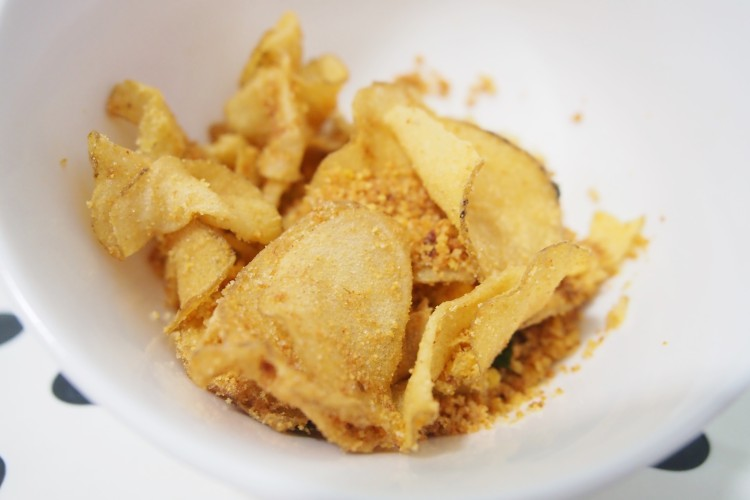 the-golden-duck-salted-egg-chips-that-are-just-too-nice-to-resist-chips-in-bowl