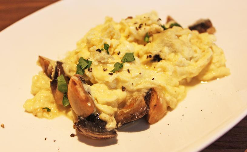 una-rochester-park-spanish-buffet-huevos-revueltos