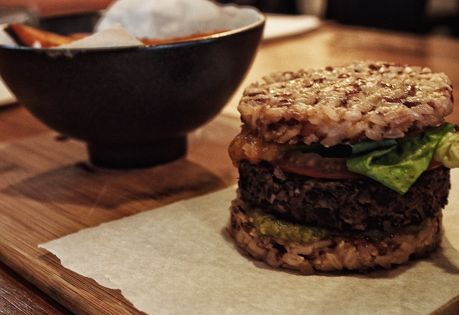 afterglow-surprise-yourself-with-eat-clean-meal-plans-quinoa-and-spinach-hashbrown-burger.jpg