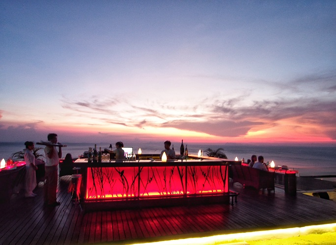 intercontinental-samui-the-one-resort-holiday-in-asia-you-should-go-for-air-bar.jpg