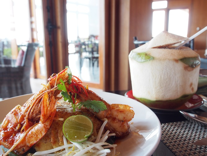 intercontinental-samui-the-one-resort-holiday-in-asia-you-should-go-for-pad-thai.jpg