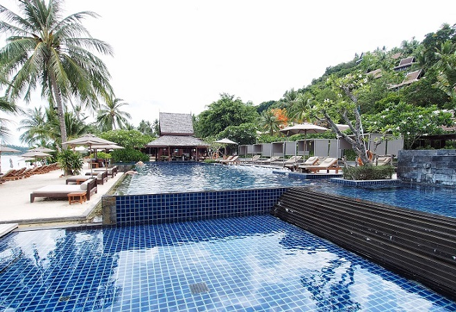 intercontinental-samui-the-one-resort-holiday-in-asia-you-should-go-for-pool-by-coastline.jpg