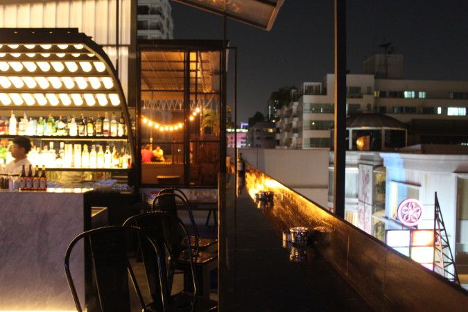 leap-into-the-rabbit-hole-and-9-other-bars-you-cant-miss-on-thong-lor-dusk-thonglor