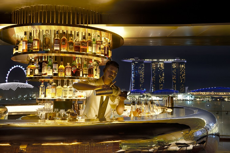 world-of-theatrical-cocktails-at-smoke-mirrors-national-gallery-bar
