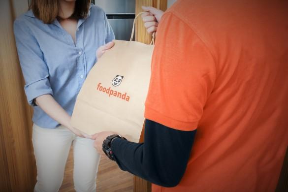 a-3-brand-showdown-deliveroo-versus-ubereats-versus-foodpanda-foodpand delivery man