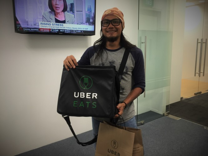 a-3-brand-showdown-deliveroo-versus-ubereats-versus-foodpanda-uber-delivery-man