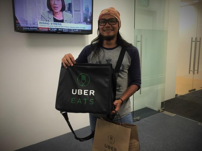 a-3-brand-showdown-deliveroo-versus-ubereats-versus-foodpanda-uber-delivery-man