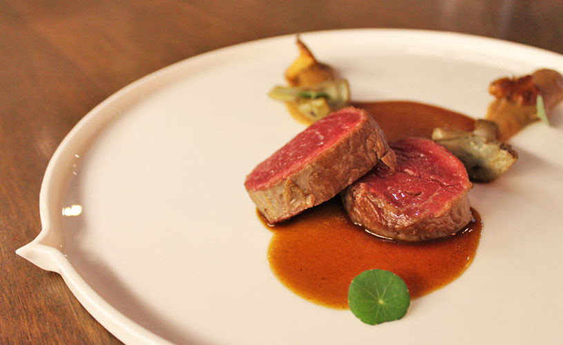 chefs-table-by-stephan-zoisl-tras-street-beef-shoulder-chanterelle-mushrooms