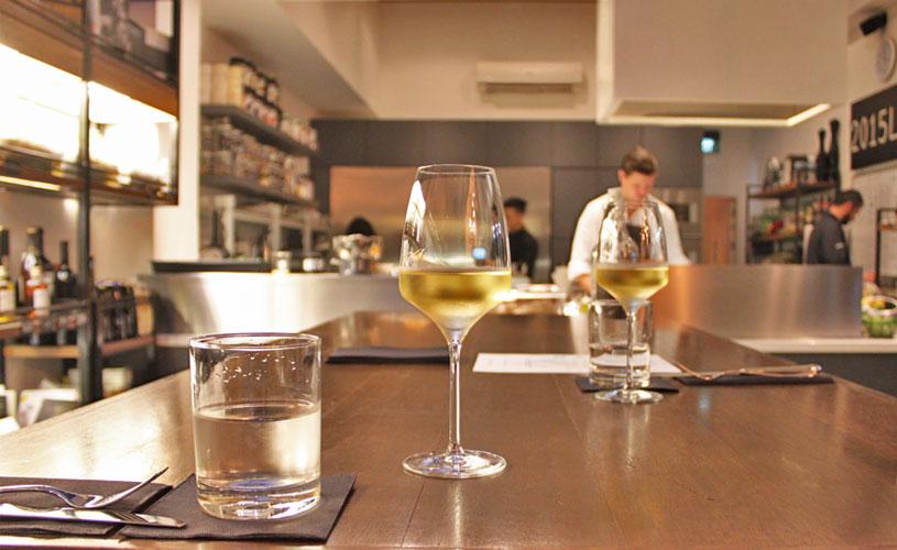 chefs-table-by-stephan-zoisl-tras-street-interior