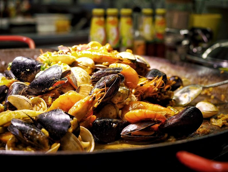 hotel-jen-orchardgateway-a-singapore-hotel-thats-with-charm-and-chic-seafood-paella-e1465108786311.jpg