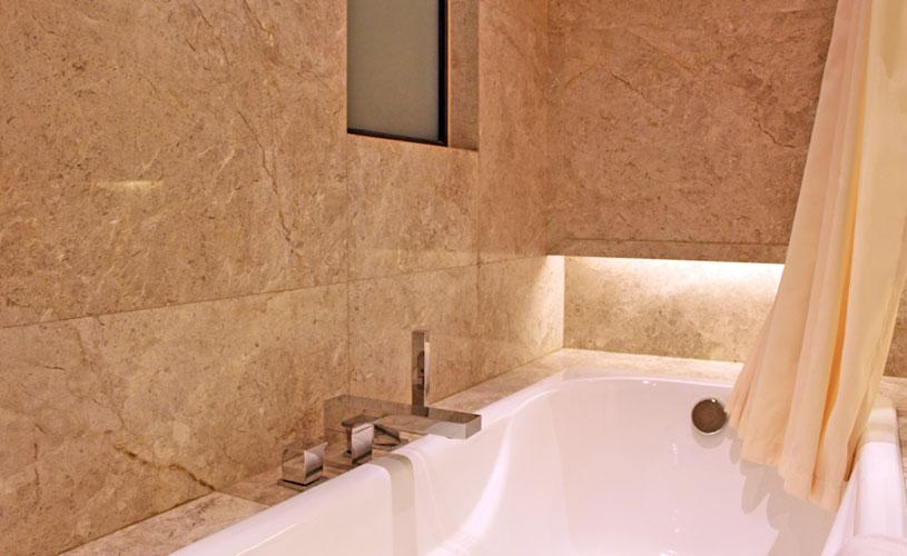 hotel-pravo-tsim-sha-tsui-premier-suite-bath-rub