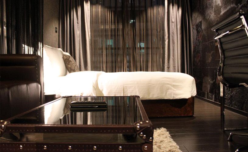 hotel-pravo-tsim-sha-tsui-standard-room-bachelor-masculine-style