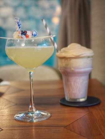 the-envoy-hong-kong-artisan-cocktails-welcome-you-on-stanley-street-down-the-rabbit-hole