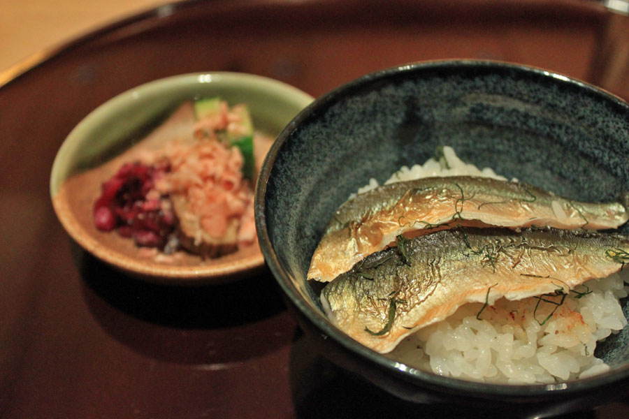 japanese-restaurant-kaiseki-yoshiyuki-forum-shopping-mall-sweetfish-meshi-claypot-presentation