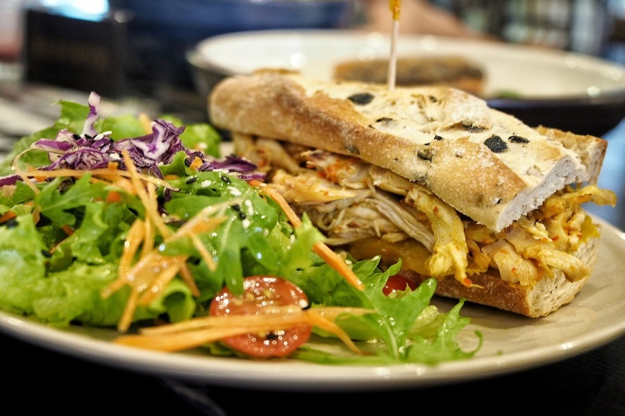 kitchen-by-food-rebel-brings-clean-eating-and-healthy-fusion-cuisine-to-the-singapore-cbd-chilli-padi-chicken-sandwich-1