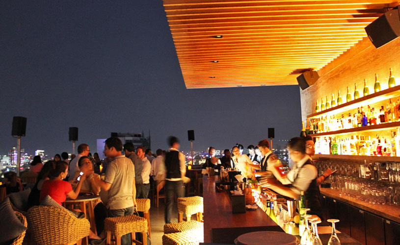 mgallery-hotel-des-arts-saigon-rooftop-bar-by-night