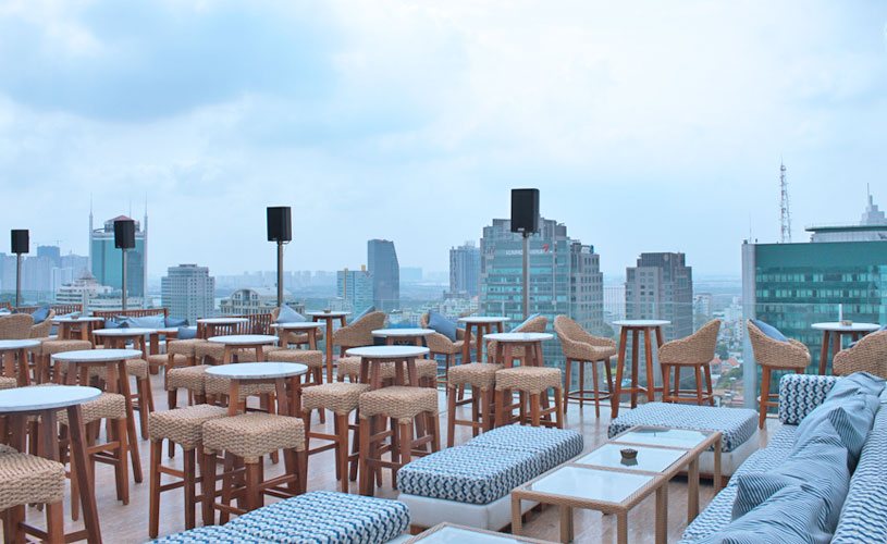 mgallery-hotel-des-arts-saigon-rooftop-social-club-bar