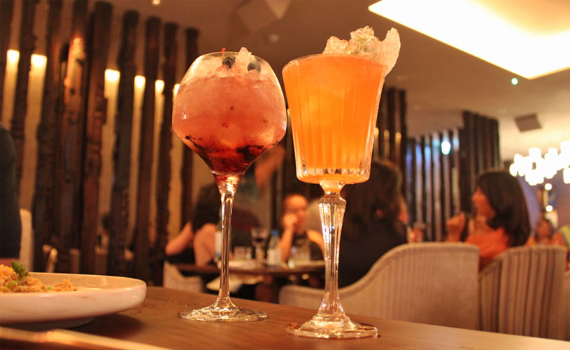 mgallery-hotel-des-arts-saigon-rooftop-social-club-restaurant-cocktails