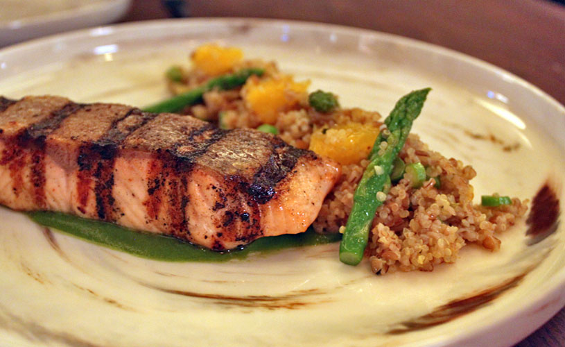 mgallery-hotel-des-arts-saigon-rooftop-social-club-restaurant-seared-salmon