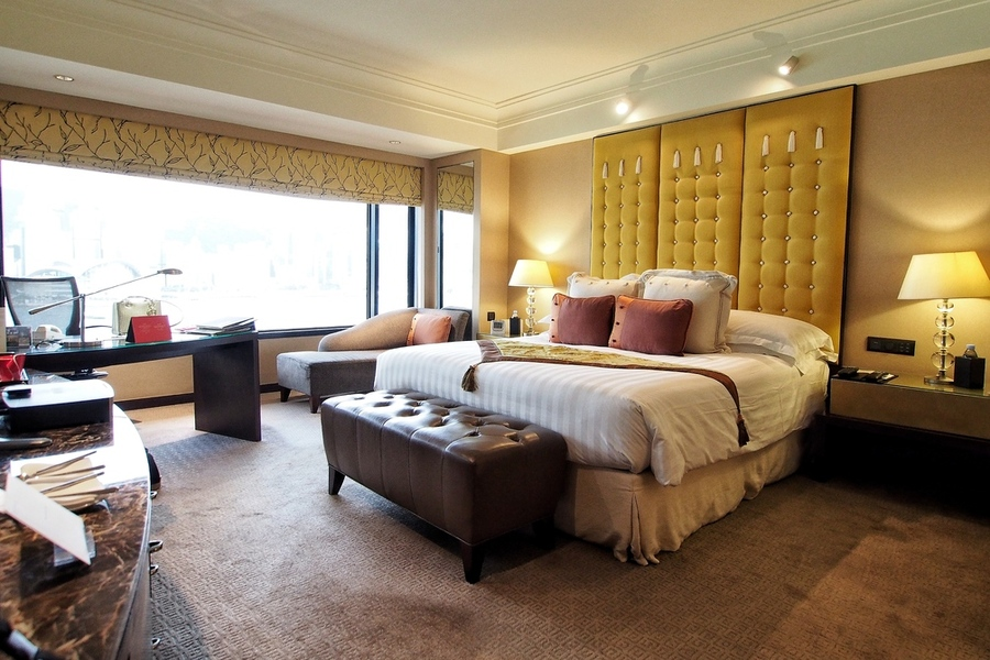 where-to-stay-in-hong-kong-a-perfect-harbour-view-at-intercontinental-hong-kong-harbour-view-room-1