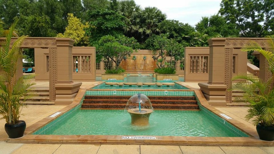 le-meridien-angkor-its-lush-green-and-packed-with-cambodian-style-fountain.JPG