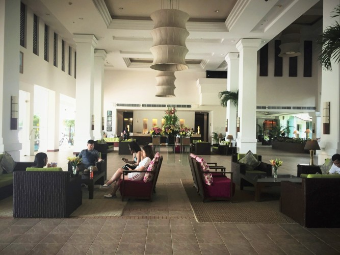 le-meridien-angkor-its-lush-green-and-packed-with-cambodian-style-lobby.jpg