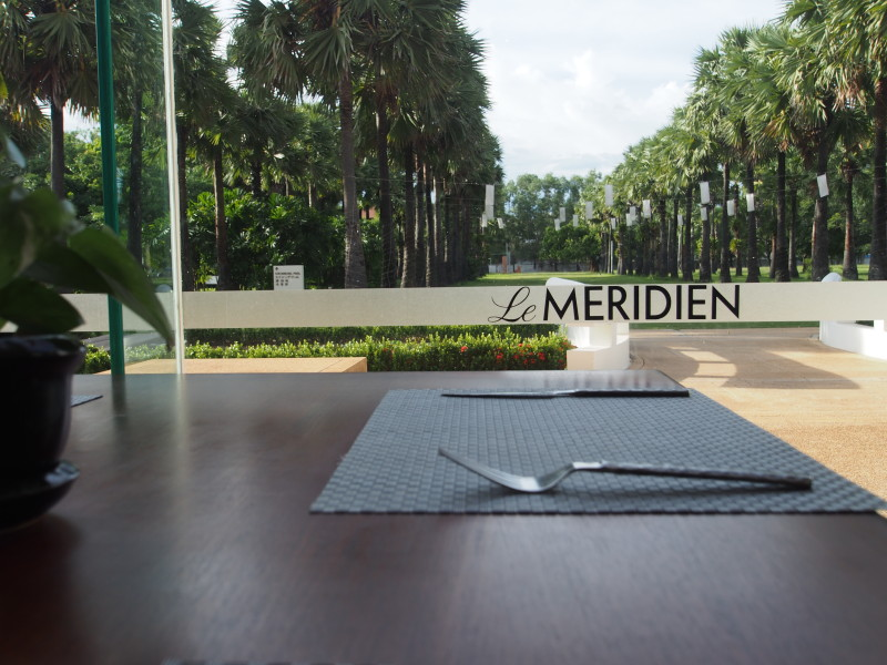 le-meridien-angkor-its-lush-green-and-packed-with-cambodian-style-logo.jpg