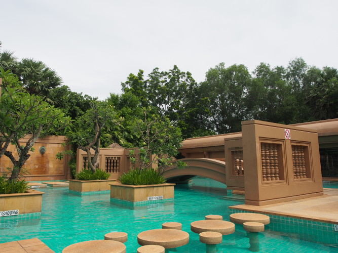 le-meridien-angkor-its-lush-green-and-packed-with-cambodian-style-pool.JPG