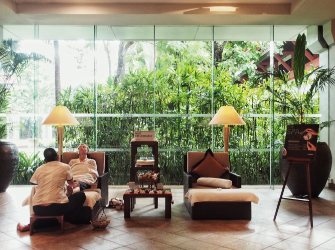le-meridien-angkor-its-lush-green-and-packed-with-cambodian-style-reflexology.jpg