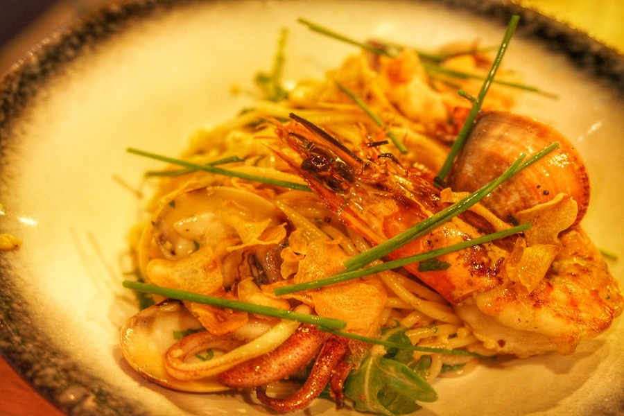 south-beachs-the-armoury-unpretentious-hearty-food-with-good-beer-seafood aglio olio