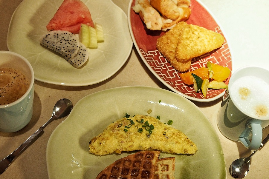 m-social-singapore-fun-staycation-spot-everyone-continental-breakfast.jpg