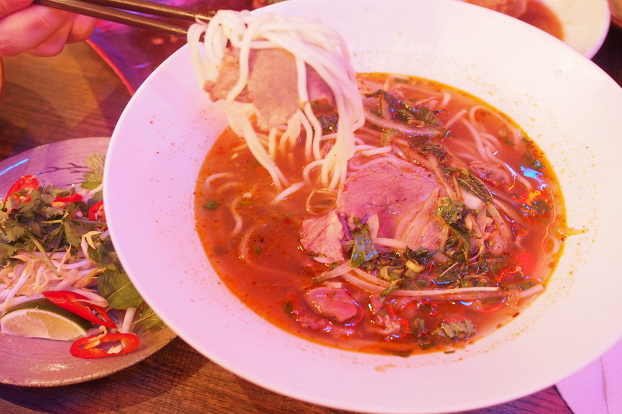 saigon-alley-brings-home-style-vietnamese-dishes-to-novena-gardens-spicy-australian-sliced-beef-noodles