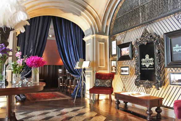 hotel-muse-m-gallery-langsuan-bangkok-lobby-entrance